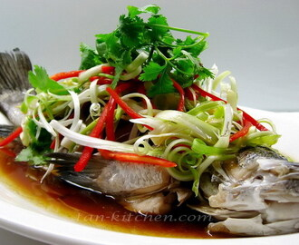 Pla Neung Se-Ew (Steamed Fish in Soy Sauce)