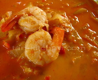 Shrimps Curry with Pineapple (Kaeng Khua Sapparod Goong)