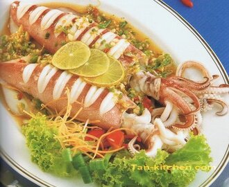 Steamed squid with spicy lime sauce (Pla-Muk Nueng Ma-Now)