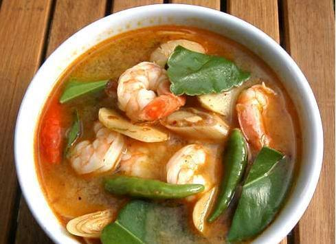 Tom Yam Goong (Thai Spicy Tom Yam Soup)