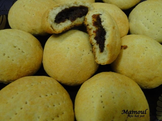 Mamoul(Cookie filled with dates)
