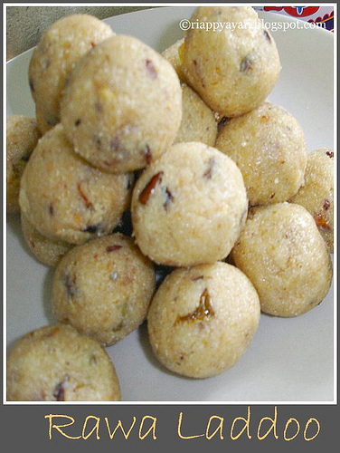Diwali Sweets : Rawa or Semolina Laddoo