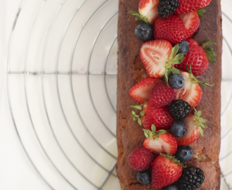 Bolo de Iogurte com Frutos Silvestres | Yogurt Cake with Berries