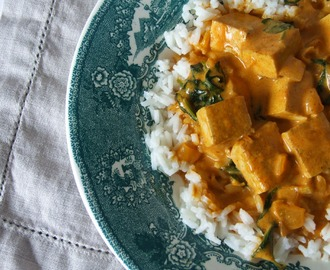 Caril de tofu e espinafres (porque variar é bom) / Tofu and spinach curry (because is nice to vary)