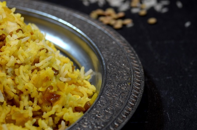 persian rice with green lentils, raisins and dates