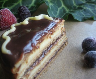 Pastel de galletas con chocolate y crema