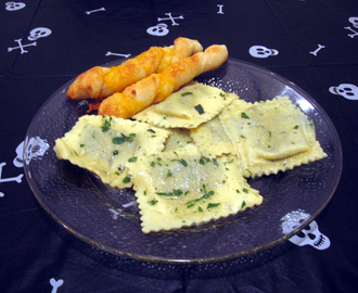 Spinach Ricotta Ravioli and Cheesy Breadsticks