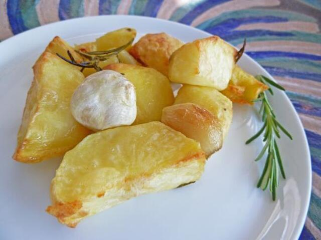 Roasted Potatoes With Whole Garlic and Rosemary