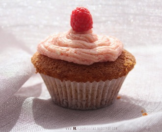 Muffin de baunilha com creme de framboesa | Vanilla Muffin with raspberry cream