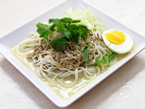 Thai Noodle with Quick and Easy Tuna Curry sauce