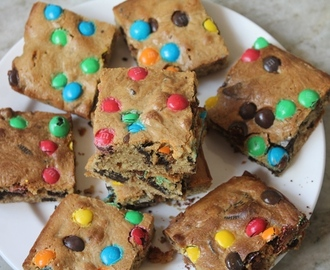 Oreo & M&M Cookie Bars Recipe - M&M Oreo Slice Recipe
