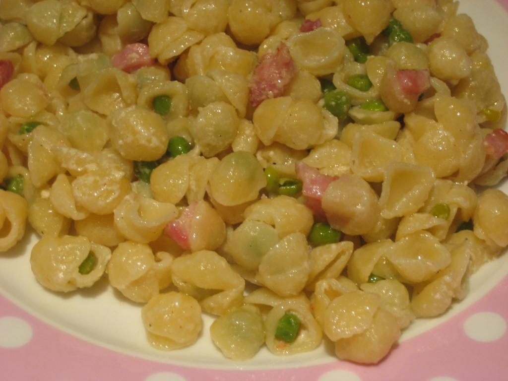 Mini Shell Pasta with a Creamy Smoked Bacon and Pea Sauce
