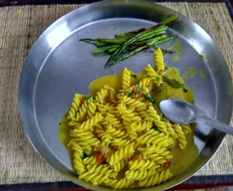 Easy Dinner For a Lazy Day, No Sauce Pressure Cooker Pasta seasoned with Turmeric