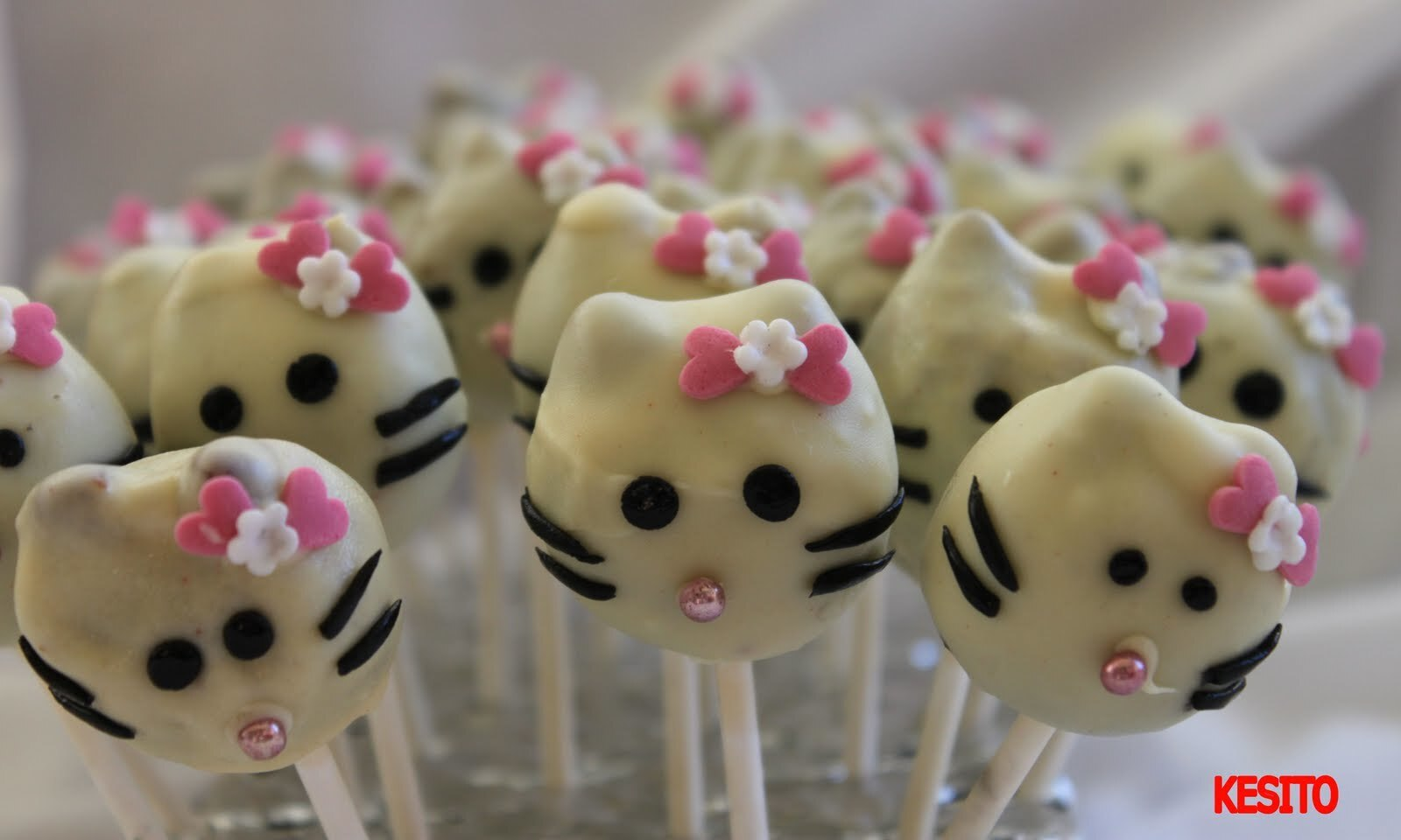 CAKES POPS HELLO KITTY