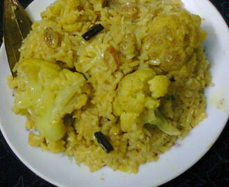 Cauliflower Pulao In Pressure Cooker/Quick And Easy Fulkopir Pulao