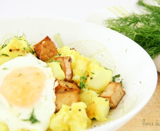 Batatas salteadas com tofu e ovo • Spiced potatoes with tofu and egg