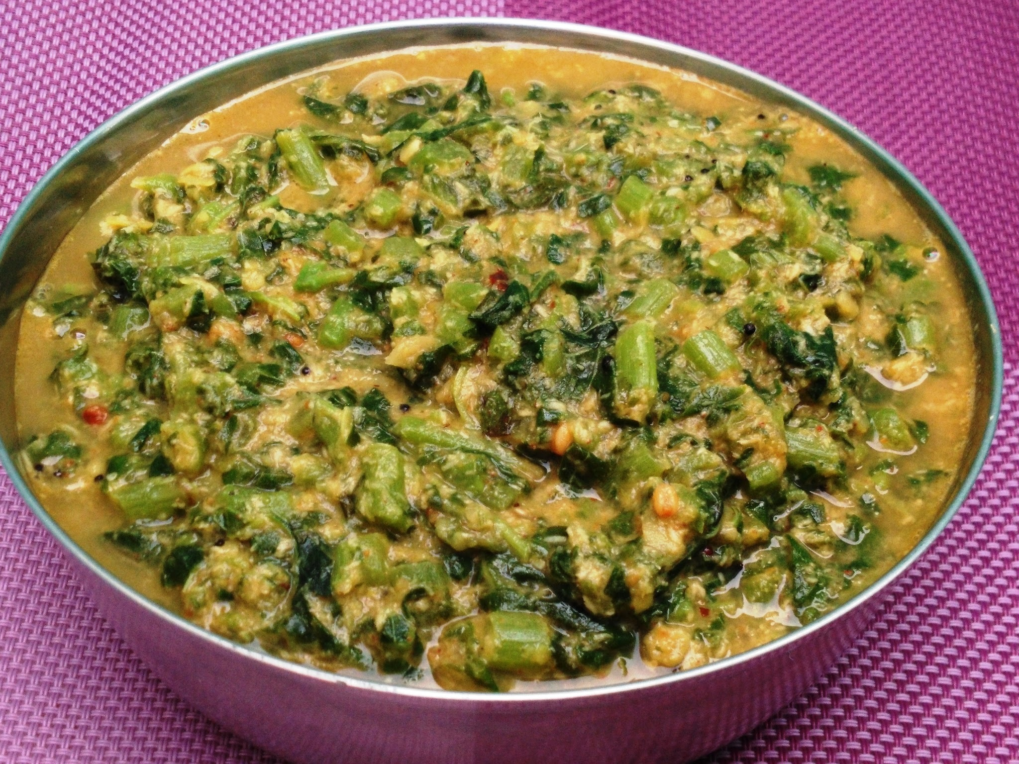 Thandu Keerai Kootu / Amaranth leaves with Lentils