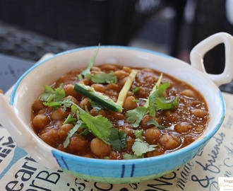 Chole (Channa) Masala  – Easy, quick and in 2 versions!