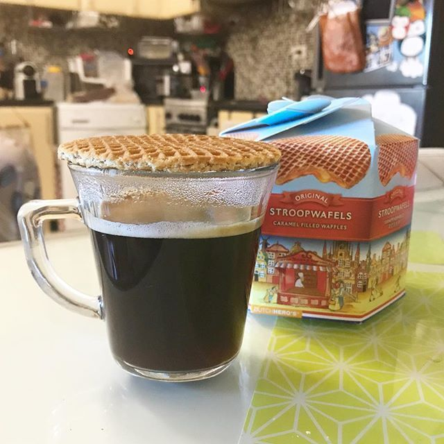 Goedemorgen! Warm and soften up your #stroopwafel on top of your coffee. It's soooo good. ☕️☀️💚#brekky #coffeeislife