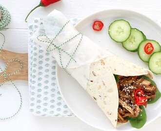 Indonesische pulled chicken wrap
