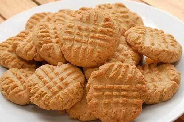 Easy 4-Ingredient Perfect Peanut Butter Cookies