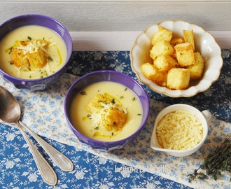 Roasted parsnip and apple soup with mustard croutons / Sopa de pastinaca assada e maçã, com croutons de mostarda.