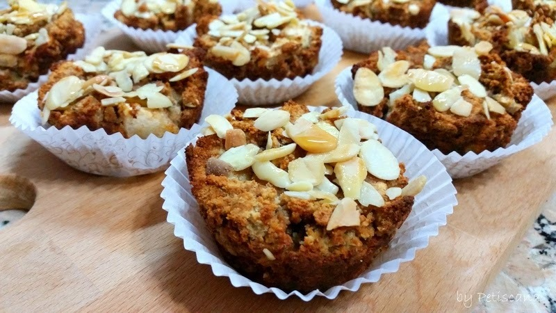 Muffins de maçã, aveia e canela [Apple, oats and cinnamon muffins]