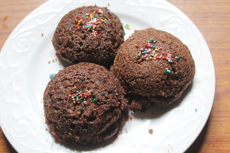 Chocolate Idli Cake Recipe - Eggless Steamed Idli Cakes Recipe