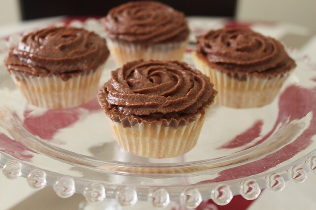 Cupcake sencillos con buttercream de chocolate.