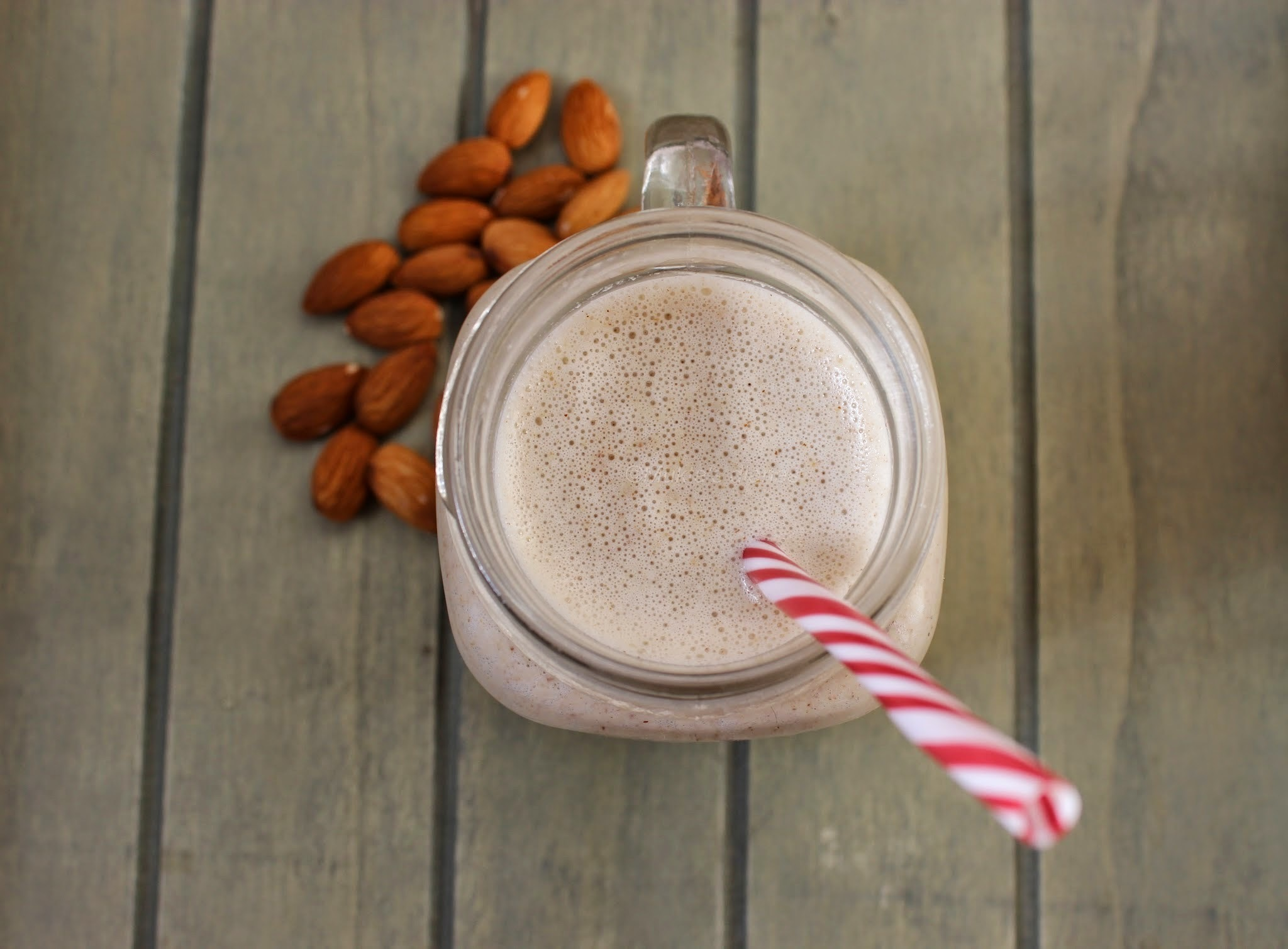 Frozen Banana, flaxseed and almond smoothie