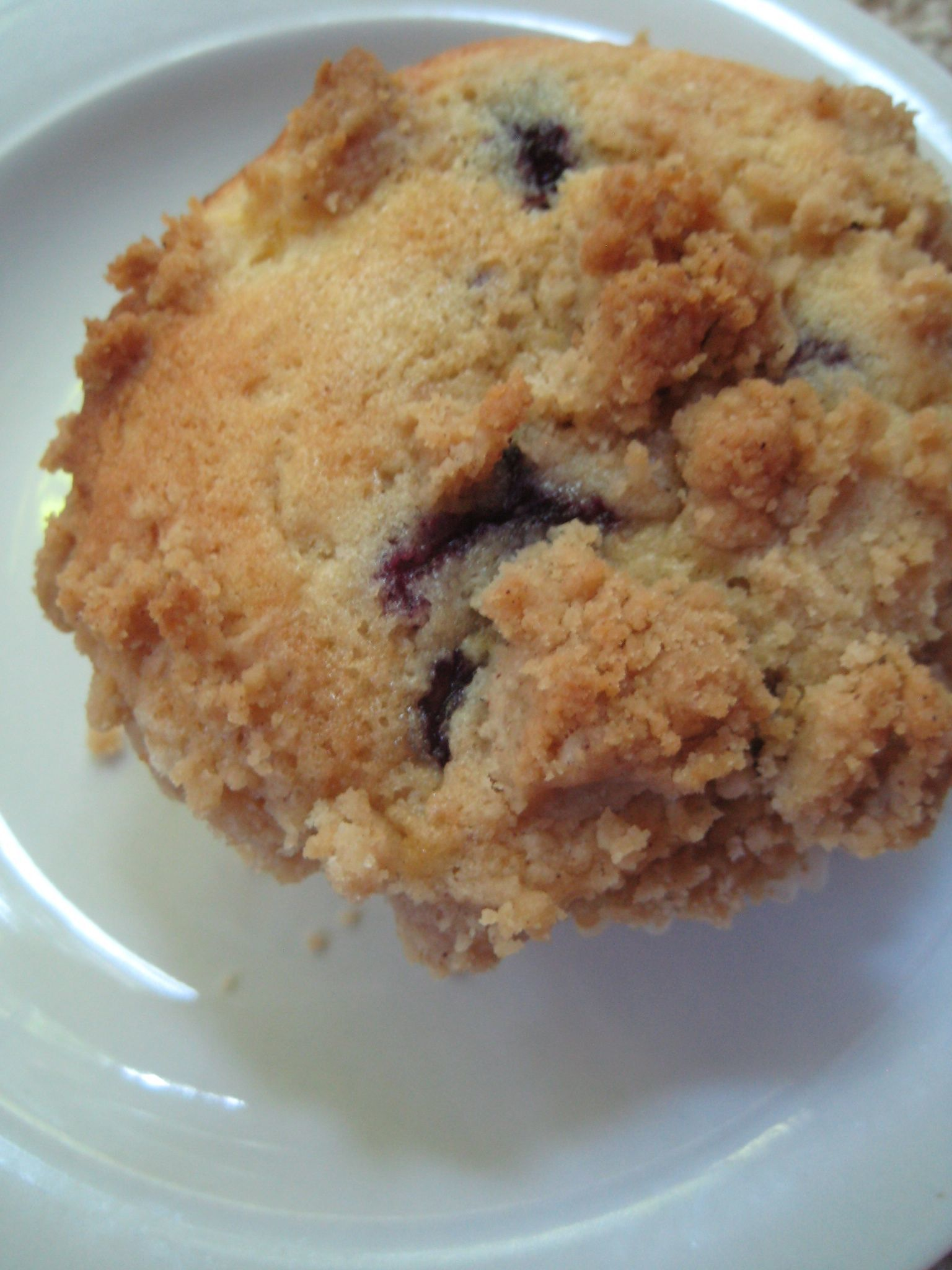 blueberry peach crumb muffins