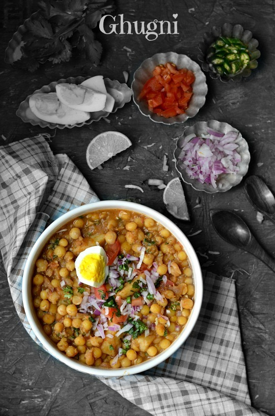 Ghugni - Bengali Street food with Yellow peas