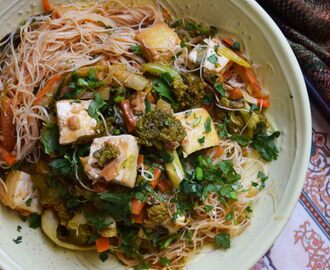 Rice Noodles in Spicy Peanut Sauce