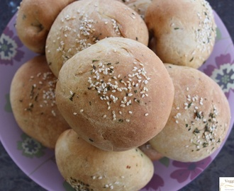Stuffed Masala Wheat Buns –  Eggless and Delicious !