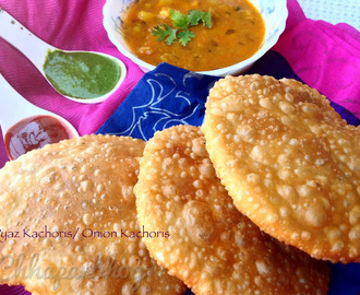 Pyaz/ onion Kachoris/ fried indian flat Bread