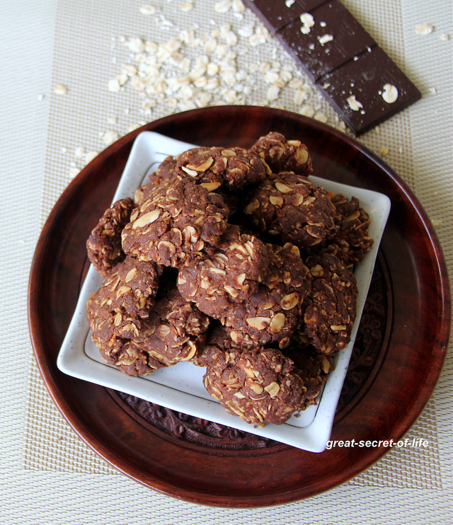 Chocolate Oats Almond cookies - Kids friendly cookie recipe - Eggless baking