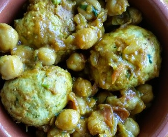 Curry léger aux boulettes de poulet et aux pois chiche – Chickpea and chicken meatball curry