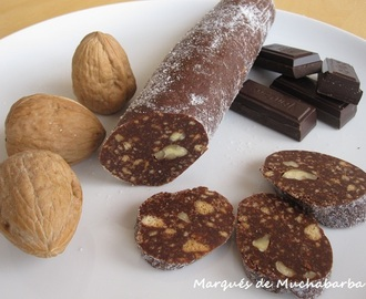 """SALCHICHÓN"" DE CHOCOLATE Y NUECES"
