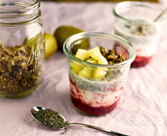 Chia pudding met fruit en granola