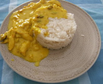 """Arroz basmati con pollo al curry"""