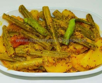 Shojne Daantar Chorchori (Drumsticks and Potatoes in Mustard Sauce)