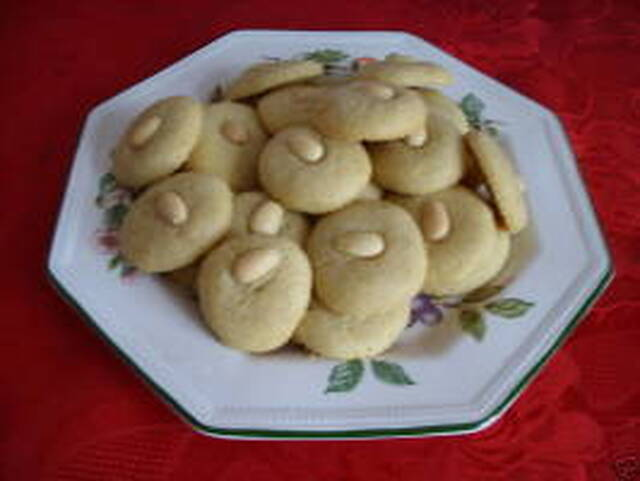 Melt-In-Mouth Cookies, Egyptian Style - Ghorayebah