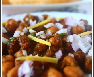 Pindi Chole Recipe (Chickpeas cooked with a special spice powder)