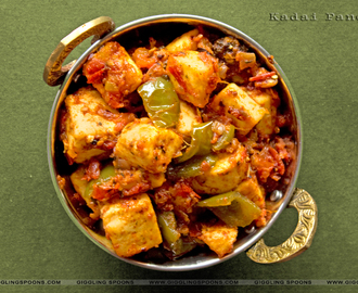 Kadai Paneer (Cottage Cheese cooked in Spicy Gravy)