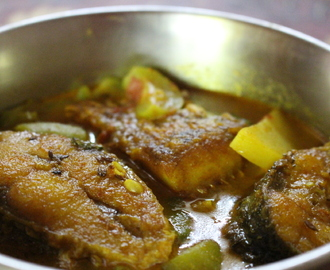 Rui Macher Jhol/ Light Rohu Fish Curry