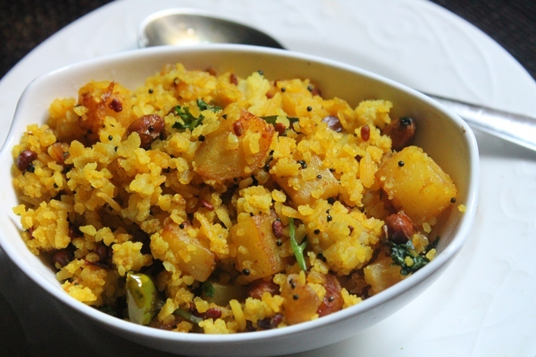 Aloo Poha Recipe / Batata Poha Recipe / Potato Poha Recipe