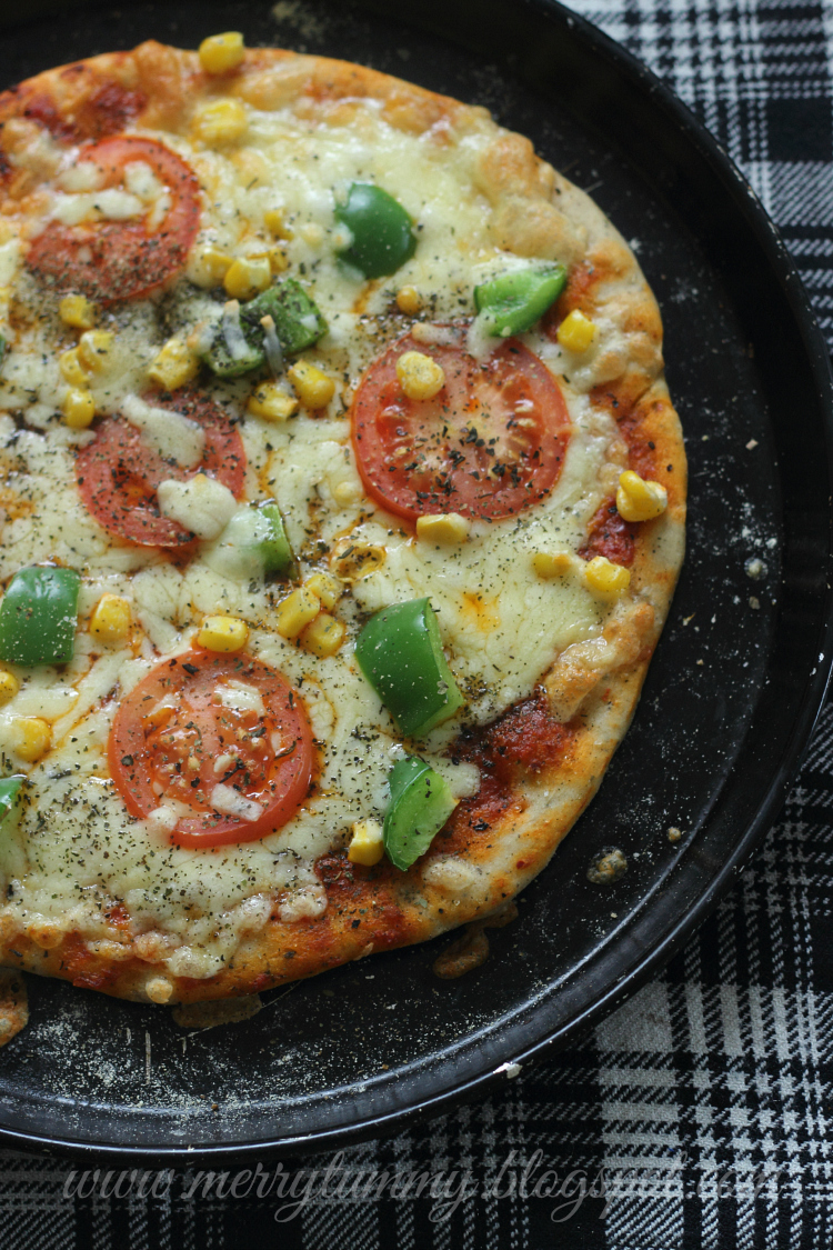 Bell Peppers, Sweet Corn and Tomato Cheese Thin Crust Pizza: Whole Wheat Dough: Vegetarian Pizza