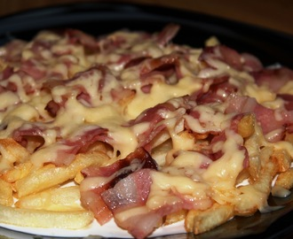 Bacon and cheese fries (Patatas fritas con bacon y queso)