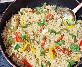 Capsicum Pulao - Indian fried rice with bell pepper