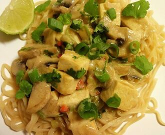 Tofu Thai Green Curry med tomatnudler ✿
